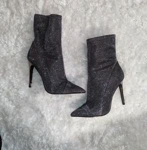 Gorgeous 😍 Silver Sparkle Guess Booties